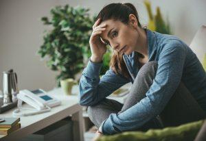 Thérapie individuelle - jeune femme déprimée Thérapie  à distance